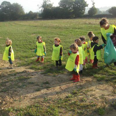 Enfants En Activité Classe Ecole Notre-Dame De Vitré