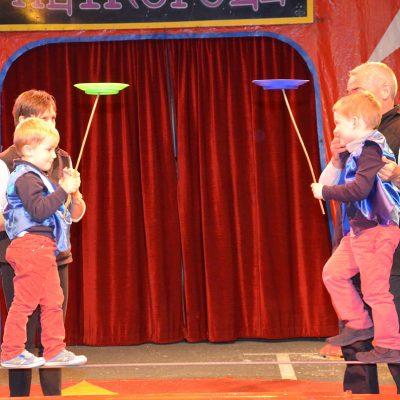 Enfants Au Cirque L'Ecole Sainte Therese (Vitré 35)